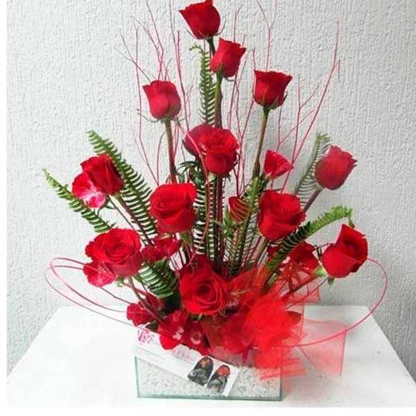 Arreglo Floral con 12 Rosas Para Mamá Gitano