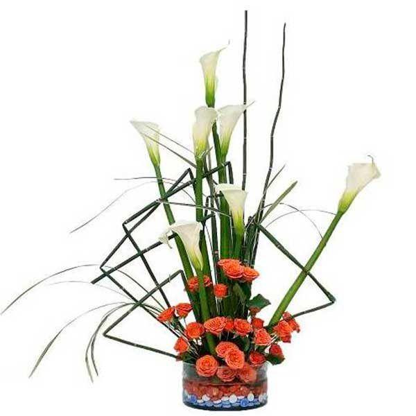 Arreglo Floral con Cartuchos y Mini Rosas Tamesis